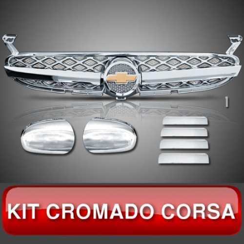 Kit Capa Retrovisor Grade Maçaneta Wagon Sedan Corsa Cromado Milenium com Tela no Fundo e Parte do Emblema com Fundo Preto Modelo 10