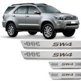 Kit-Soleira-De-Aco-Inox-Toyota-Hilux-Sw4-1993-A-2019-Curvada-Em-Aco-Inox-Com-Grafia-Marrom-connectparts---01-